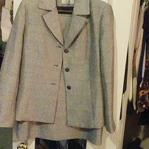 Ladies - Le Suit -Suit with Skirt